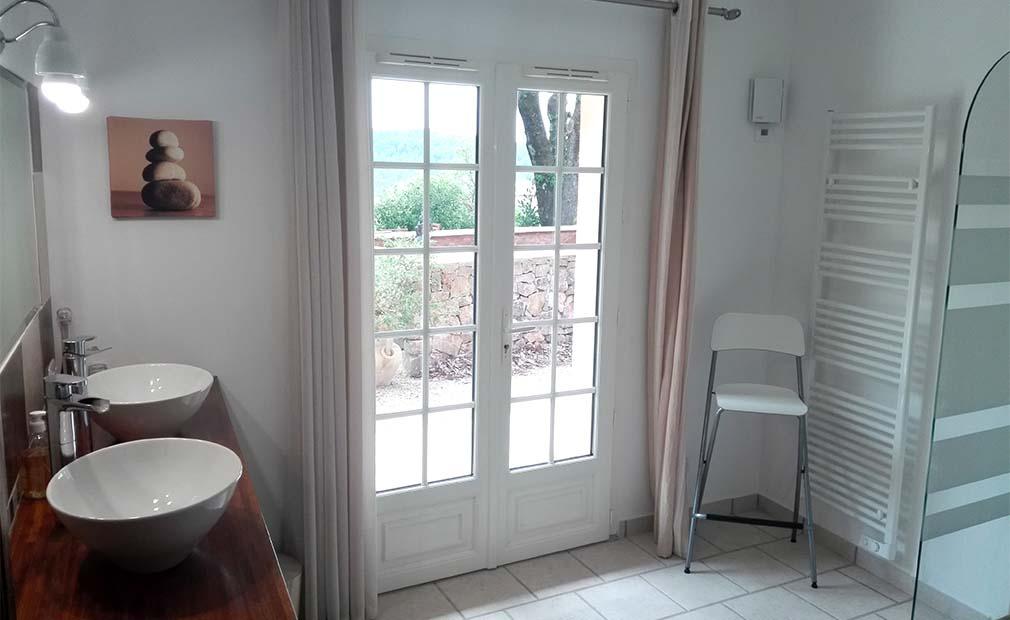 Salle de bain location saisonnière Draguignan